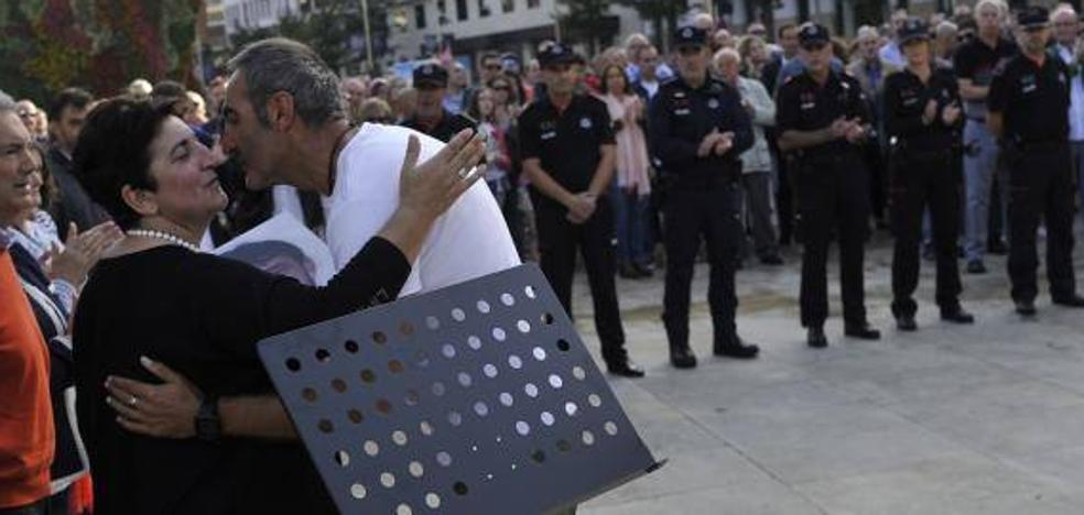 Homenaje al ertzaina Txema Aguirre: «Se han olvidado de él»