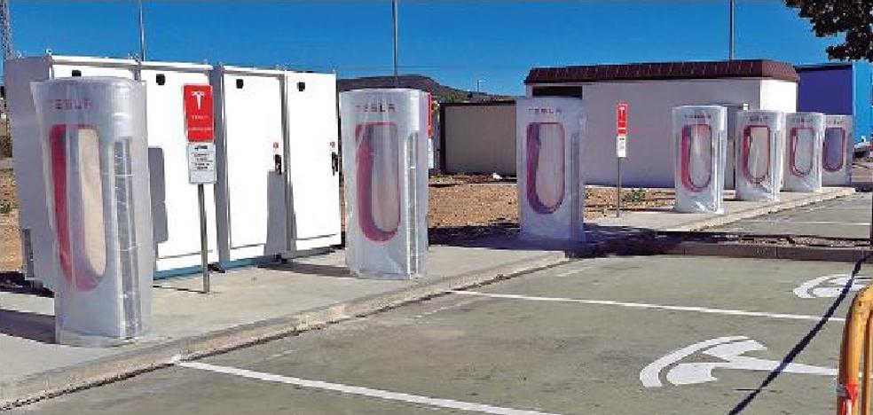 Tesla construye en Arasur el primer 'supercargador' eléctrico de Euskadi