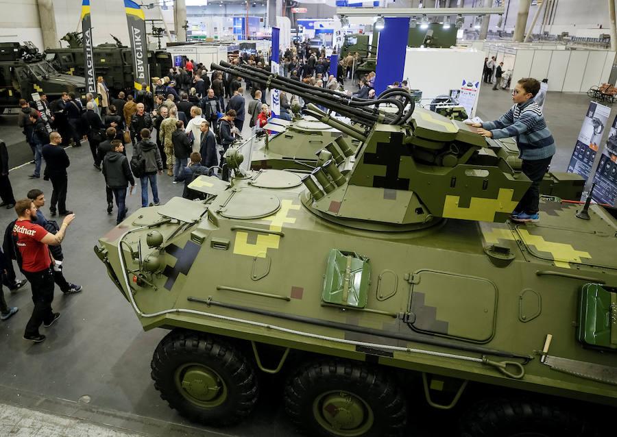 Exhibición de armamento y equipo militar en Kiev