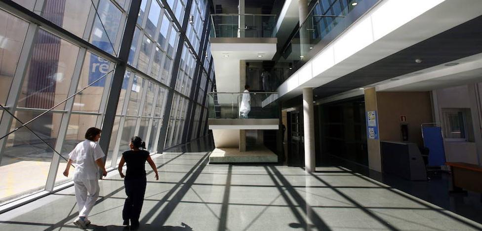 El tiempo de espera para ser operado en el Santiago Apóstol sube en verano en 17 días