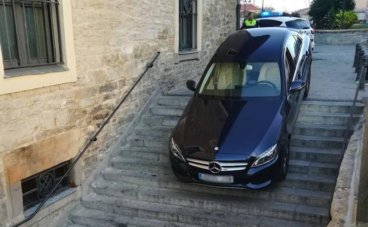 Otro conductor queda atrapado en la trampa de la plaza del Machete de Vitoria