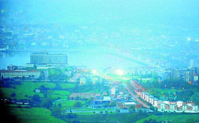 Llega a Euskadi la nube de cenizas de los incendios en Galicia