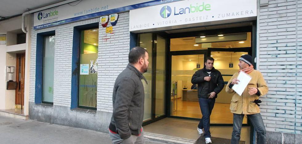 Más de la mitad de los demandantes de empleo de Lanbide tiene un nivel de formación igual o inferior a la ESO