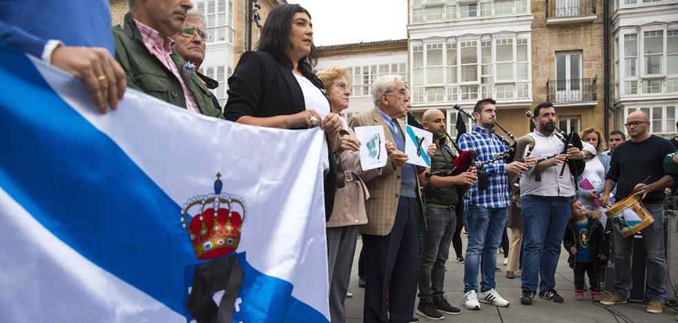 Varias decenas de vitorianos se solidarizan con las víctimas de los incendios de Galicia