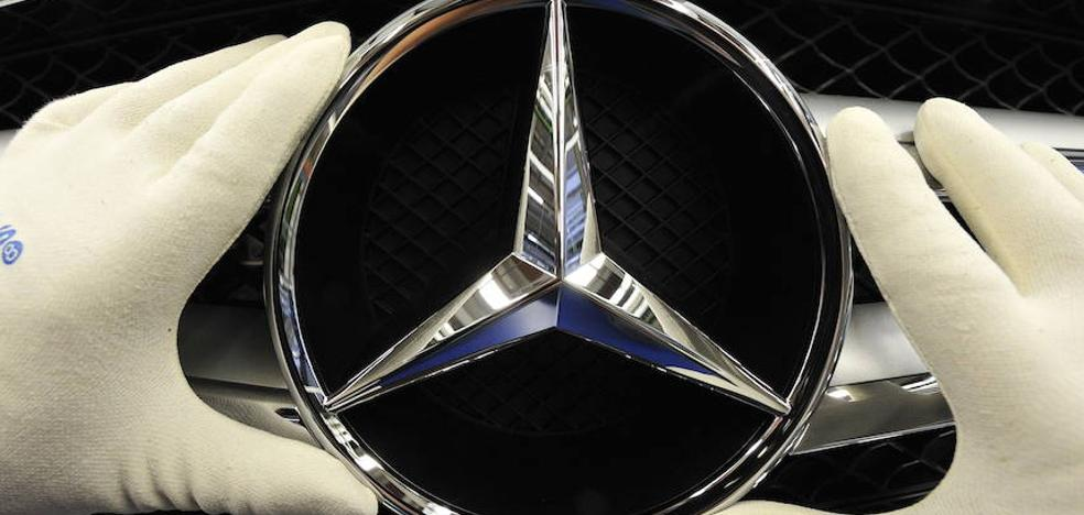 Daimler llama a revisión a un millón de vehículos por problemas en el airbag