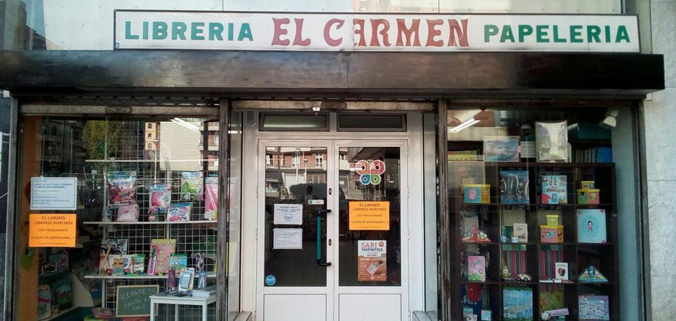 La librería 'El Carmen', un clásico de Santutxu que se muda