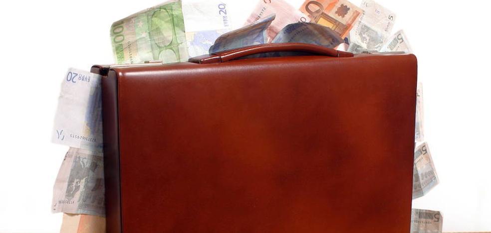 Un joven en paro devuelve una bolsa con 5.300 euros en Pamplona