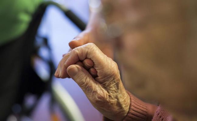 Una anciana tiene que irse a vivir sola a su casa para no perder la pensión
