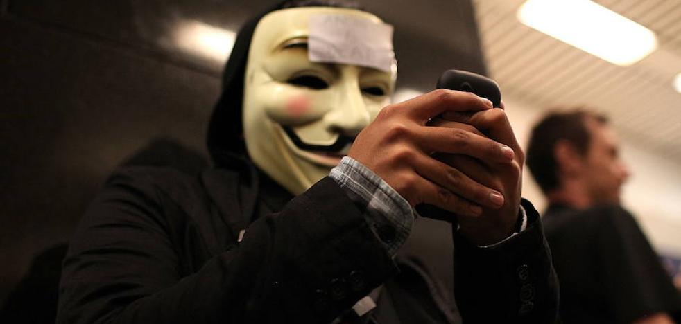 Anonymous tumba la web de la Casa Real
