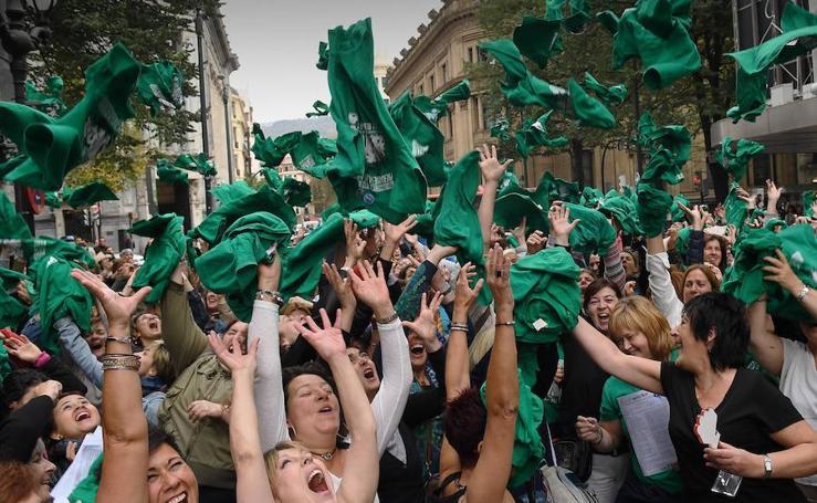 Las trabajadoras celebran el final de la huelga de las residencias vizcaínas