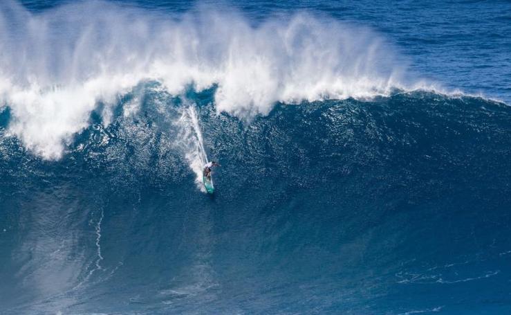 Surcando olas gigantes en Portugal