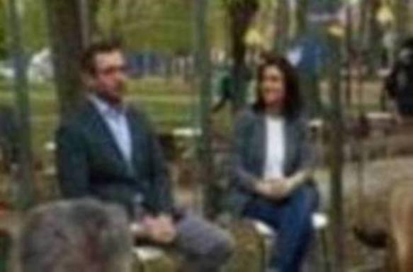 Comerón destaca sus reuniones con cerca de 200 colectivos de Vitoria mientras Urtaran «no escucha»