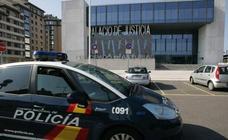 Una mujer de 66 años intenta atracar con un cuchillo una panadería en Gijón