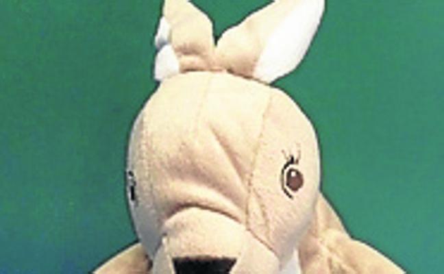 El conejo 'Poli', un proyecto importado de Bélgica, ayuda a los txikis de Leioa a aprender euskera
