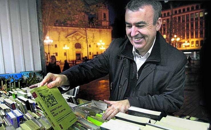 Un paseo entre 'quijotes' e intrigas por las Feria del Libro Antiguo de Bilbao