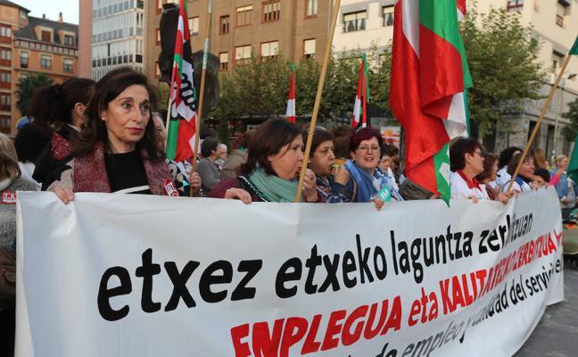 Protesta de las empleadas del SAD de Bizkaia en Barakaldo