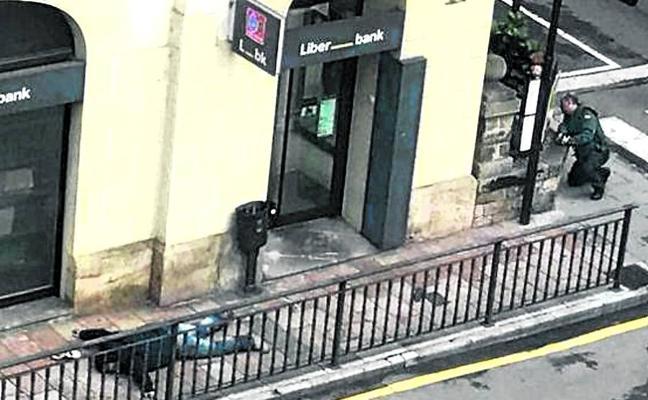 Un atracador de Miranda se suicida tras herir a un guardia civil y coger tres rehenes