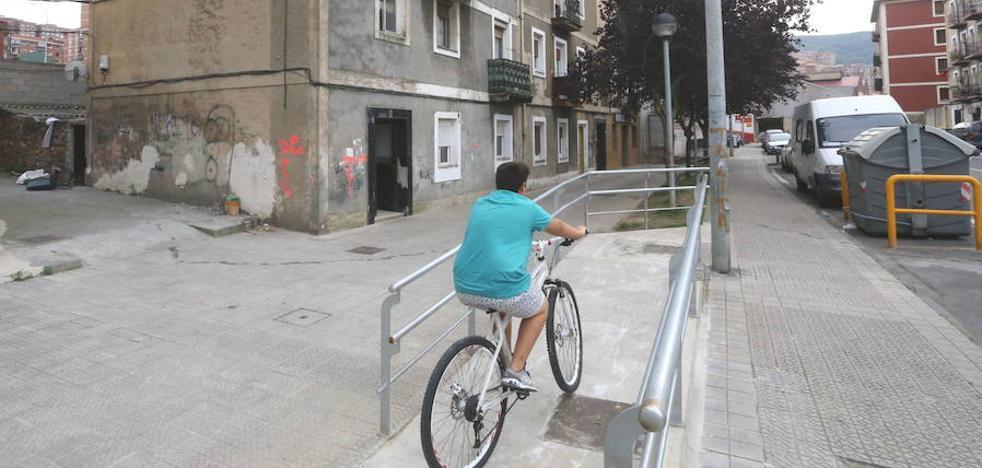 Los residentes en Larrazabal piden amparo al Ararteko