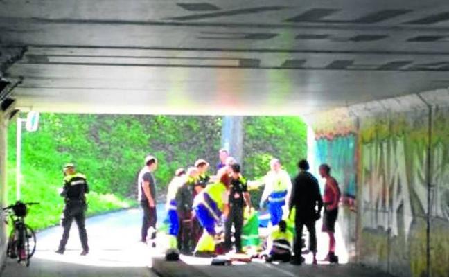 Continúa grave uno de los dos ciclistas heridos tras chocar en un bidegorri