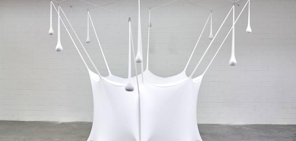 Ernesto Netok 'White Bubble' artelana eman dio Guggenheim Museoari
