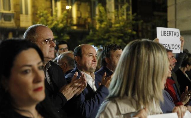 Altos cargos del PNV se concentran contra las encarcelaciones en Cataluña