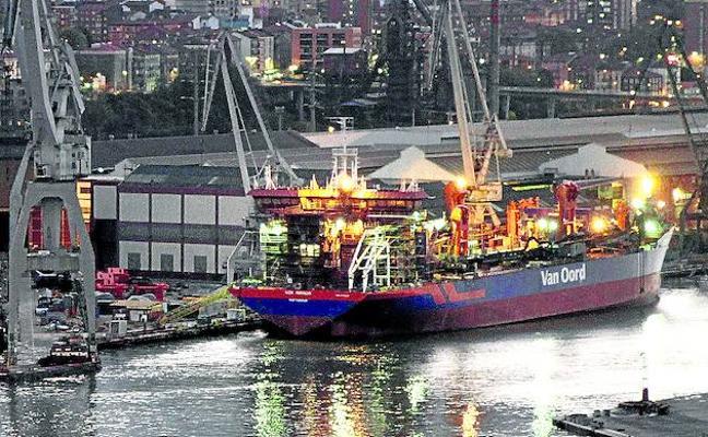 Un armador holandés exige llevarse uno de sus barcos de La Naval para terminarlo fuera