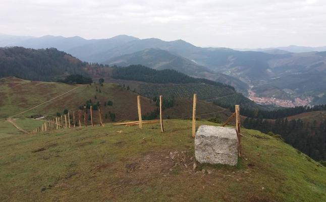 Zalla denuncia un tercer intento de montaje «sin autorización» del cercado ganadero en la Celadilla