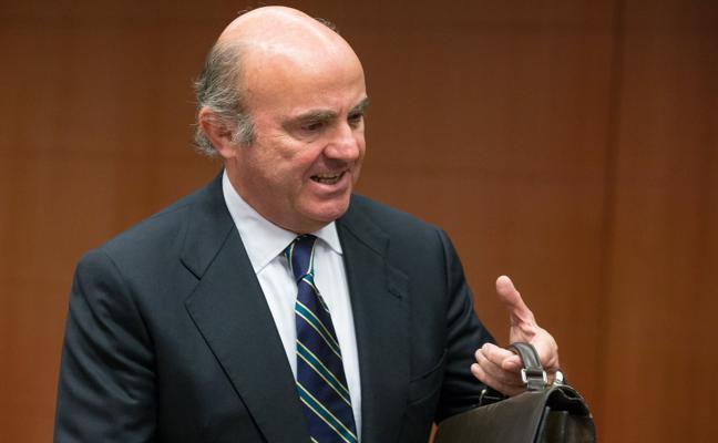 De Guindos cree que el crecimiento de 2018 superará el 2,3% porque «el tema catalán se acabará solucionando»