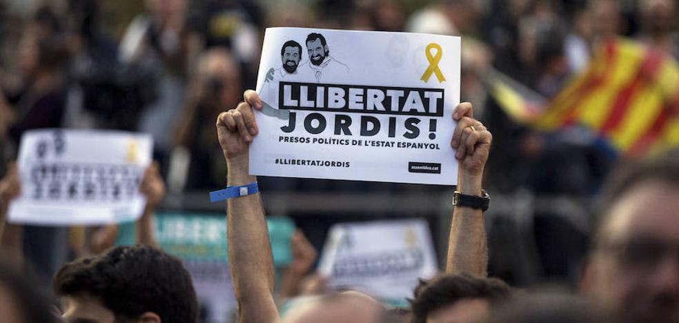 Las Juntas Generales de Álava exigen la puesta en libertad de los exmiembros del Govern y los 'Jordis'