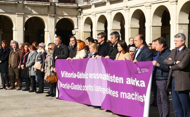 Vitoria se concentra para repudiar la agresión sexual colectiva a una joven