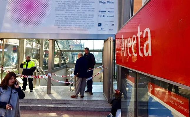 Dos muertos en el metro: un hombre de un infarto en Deusto y una mujer al caer a las vías en Las Arenas