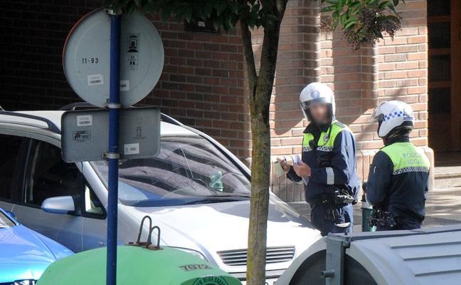 La FAVA pide a los policías de Vitoria «calma» con las multas tras constatar la indignación vecinal