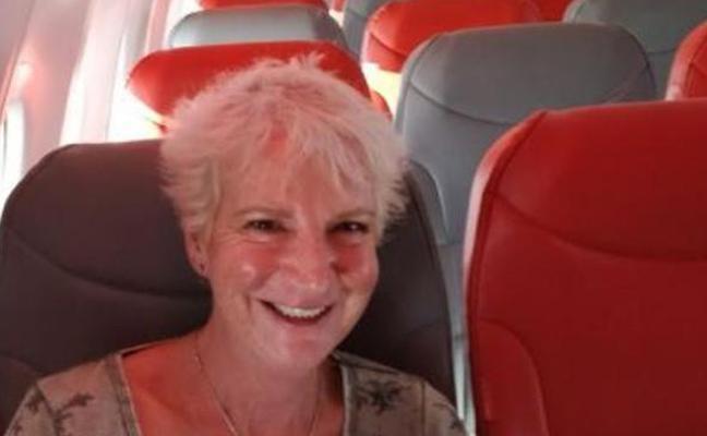 Se gasta 52 euros en un billete y viaja completamente sola en el avión