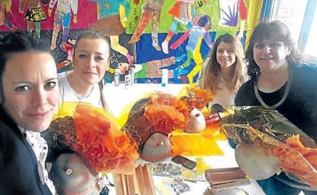 Basauri abre a los vecinos un local en el centro cívico de Basozelai para preparar los disfraces de Carnaval