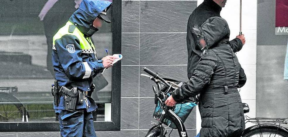 500 euros de multa en Vitoria por ir en bici en sentido contrario