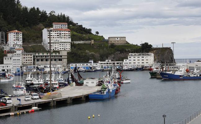 El plan de reducción de la cuota de merluza genera desasosiego en la flota de Ondarroa