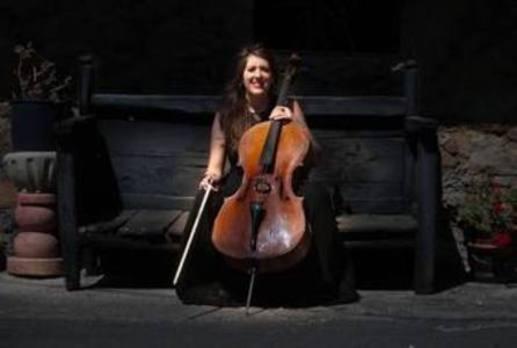 La chelista duranguesa Nerea Aizpurua ensalza la figura de Valentín de Zubiaurre