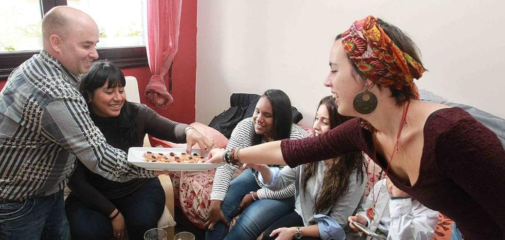 La iniciativa para que inmigrantes y basauritarras coman juntos suma 70 participantes