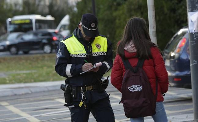 El síndico reclama a Urtaran que agote «todos los cauces legales» para retirar las multas