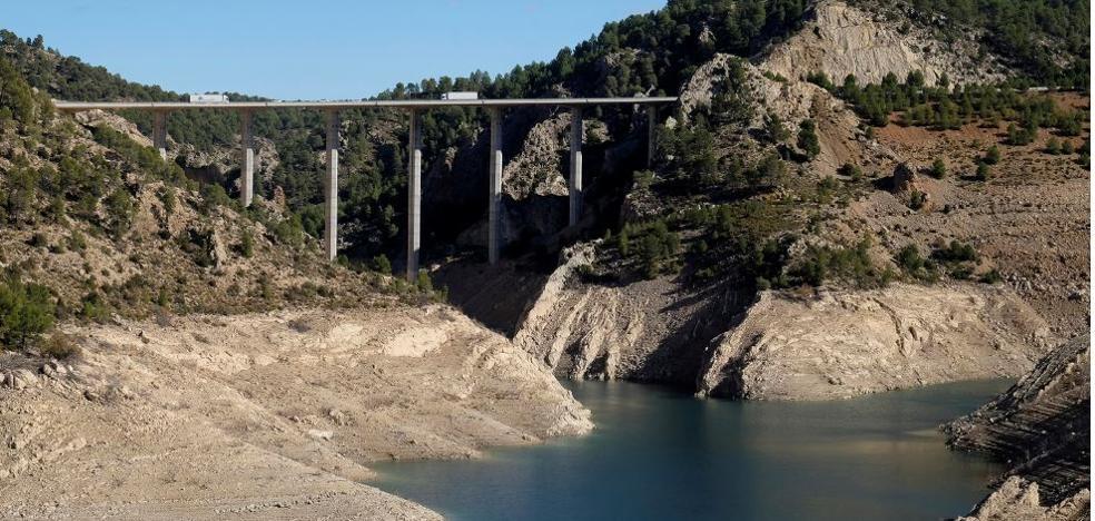 El abastecimiento de agua, amenazado por la ausencia de lluvias del otoño