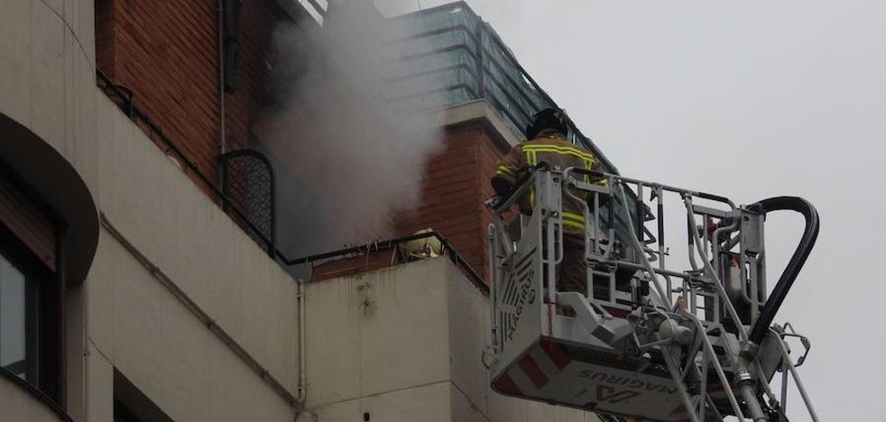 Una manta eléctrica pudo desatar el incendio en un piso de Pozas