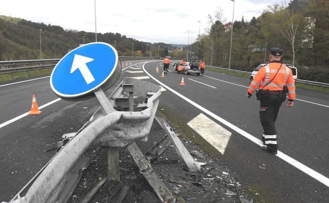 Cuatro heridos, entre ellos un menor, en otros tantos accidentes en carreteras vizcaínas