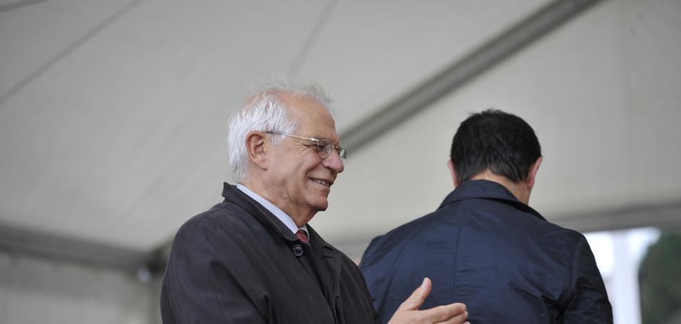 Borrell, a Colau: «¿Ahora se da cuenta de que Puigdemont ha engañado a la gente?»