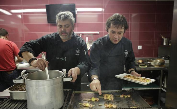 Los reyes de los 'salseos'. Las mejores fotos de la cena en la sociedad Gaupatxa