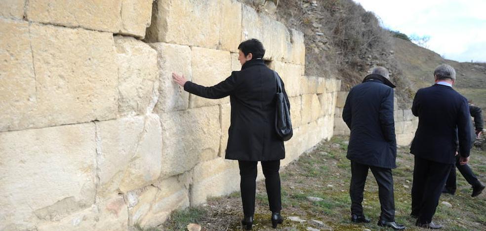La ciudad romana de Iruña-Veleia verá consolidada la muralla sur del yacimiento arqueológico