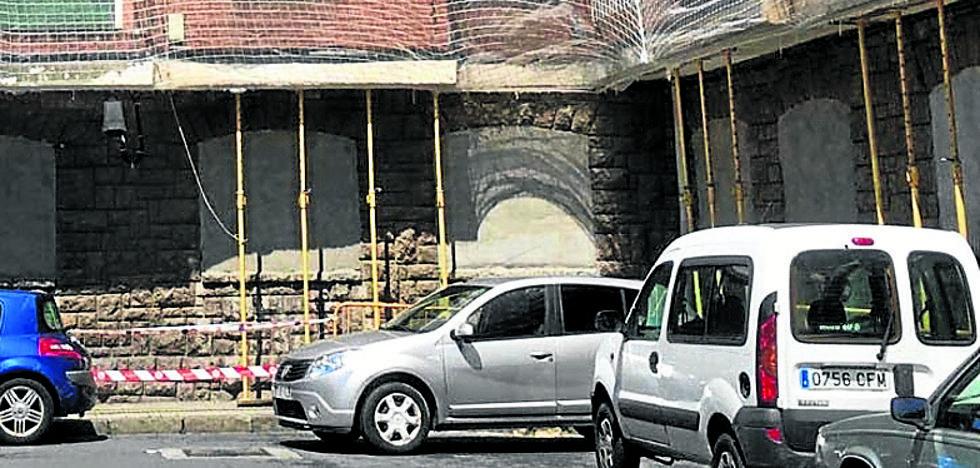 Técnicos forales analizan la afección del derribo de los edificios desalojados de Altzaga