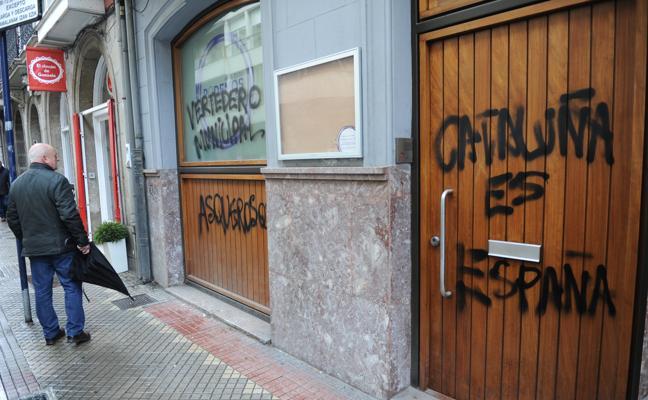 Atacan la sede de Podemos en Vitoria por su rechazo al 155 en Cataluña