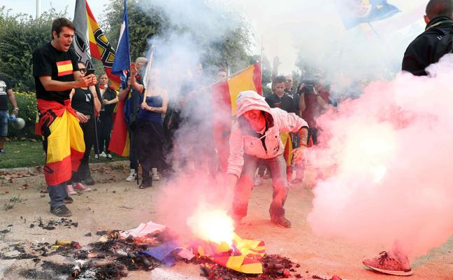 Detenidos 13 sospechosos por la batalla campal a sillazos en Barcelona tras la manifestación del 12-O