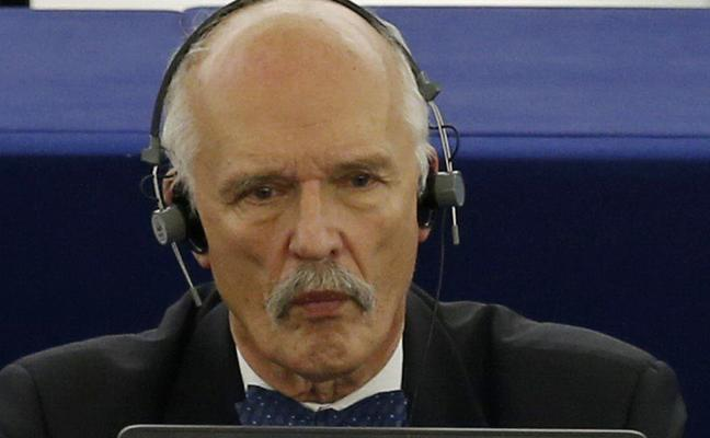 El eurodiputado polaco multado por machista culpa a las mujeres de la baja natalidad por «no quedarse en casa»