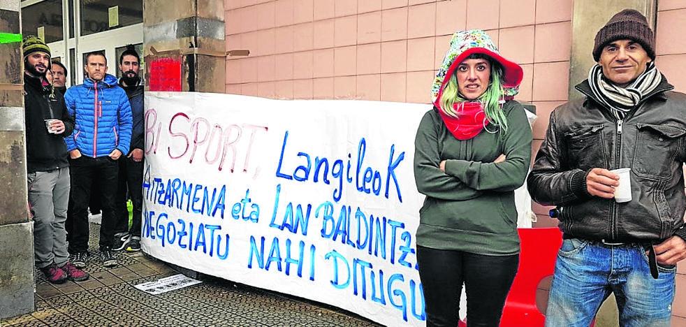 Erandio descontará los días de huelga a la adjudicataria de los polideportivos